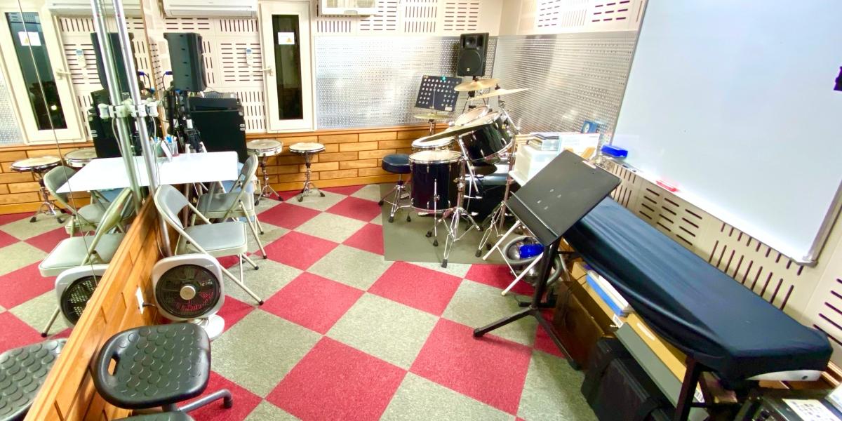 新宿駅近 2階ドラム教室